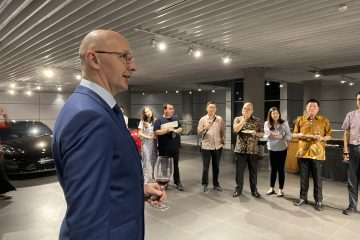Managing Director of Porsche Indonesia Jason Broome welcomed the customers to the Porsche Centre Jakarta