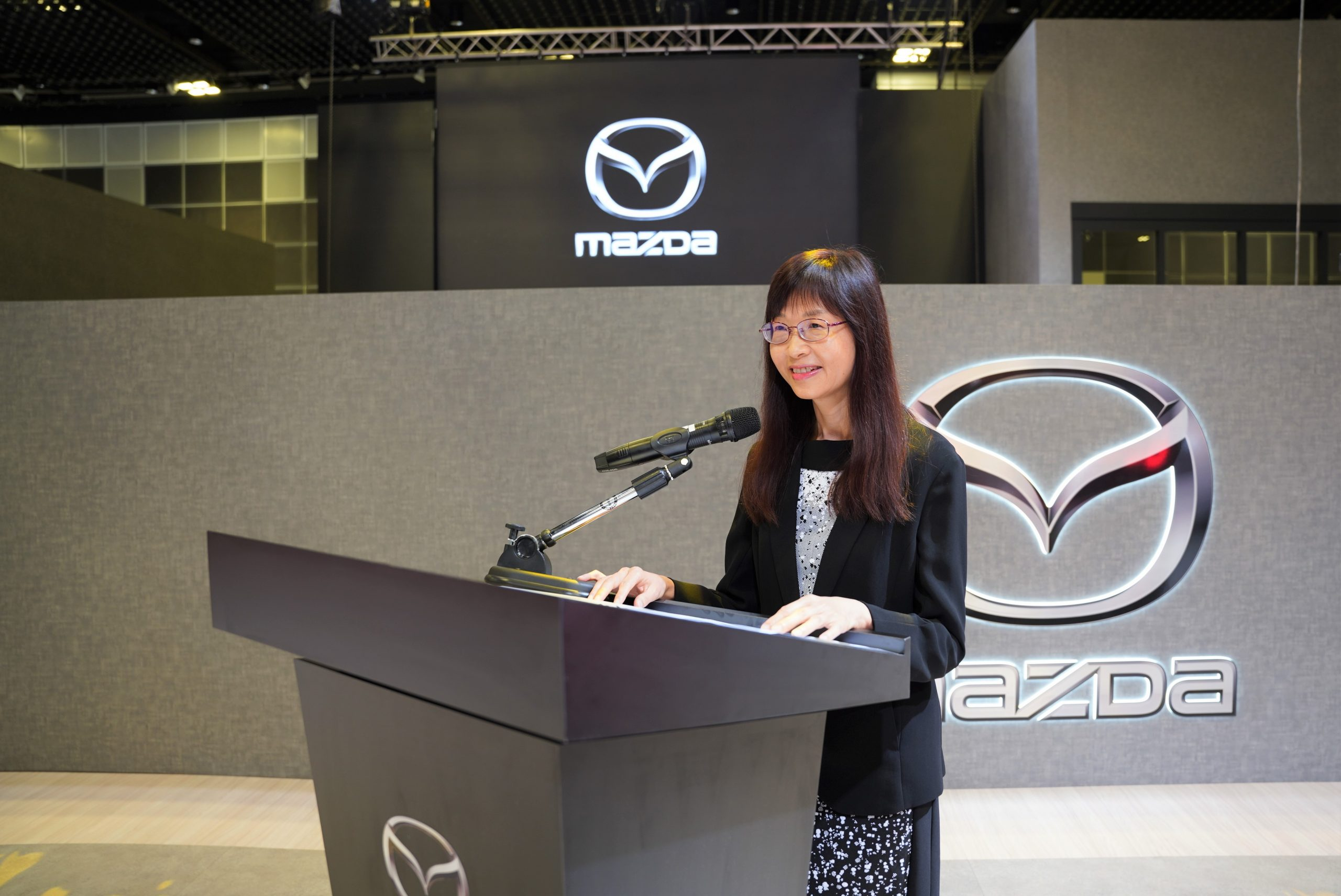 Ms Ong Lay Ling, Group Managing Director of Eurokars Group, delivering her welcome address