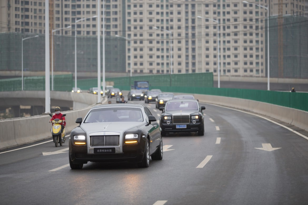 A convoy of Rolls-Royce cars on the roads of Guangxi