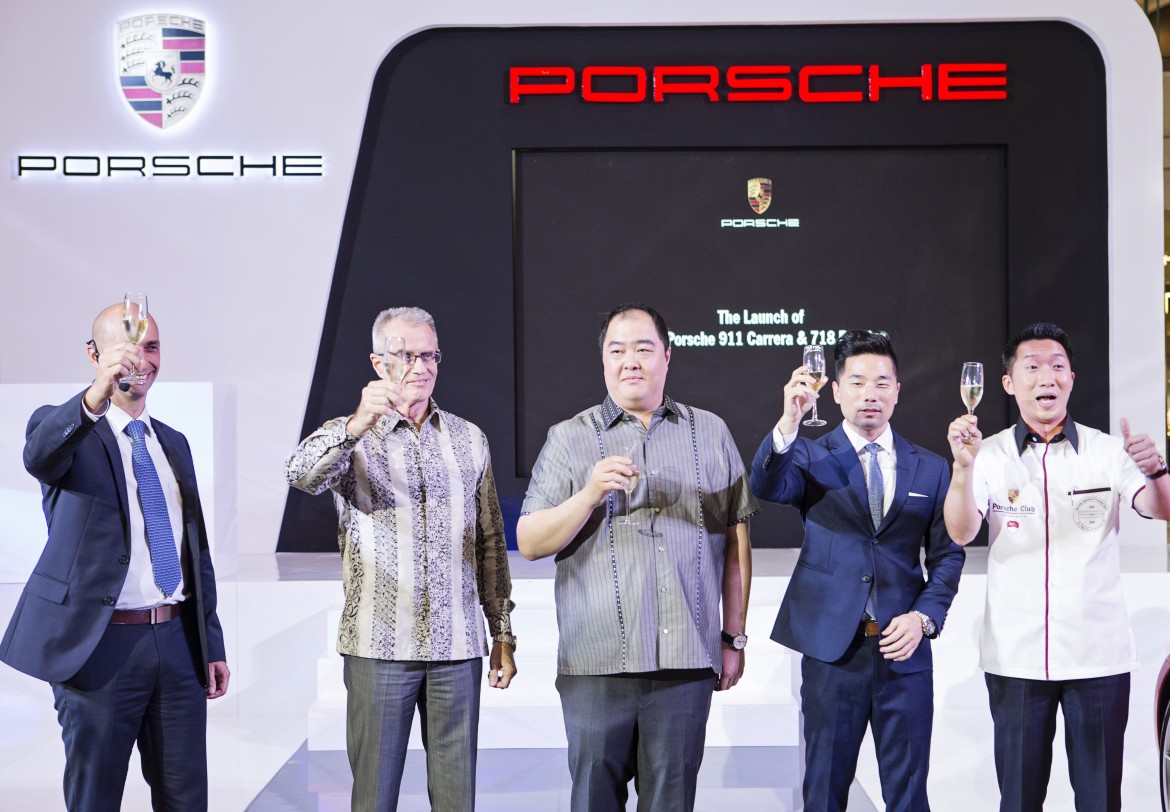 Senior Management of Eurokars Group Indonesia, Porsche Indonesia and Porsche Asia Pacific as well as a representaQve from Porsche Club Indonesia raising a toast in celebraQon of the unveiling of the New 911 Carrera and 718 Boxster at the VIP night of the launch. From leN to right – Ivan Dobnikar, Network Development Director of Porsche Asia Pacific; Christer Ekberg, Chief OperaQng Officer, Eurokars Group; Herbert Kwee, Chief ExecuQve Officer, Eurokars Group Indonesia; Christoph Choi, Managing Director of Porsche Indonesia; Ali SeQawan, President of Porsche Club Indonesia