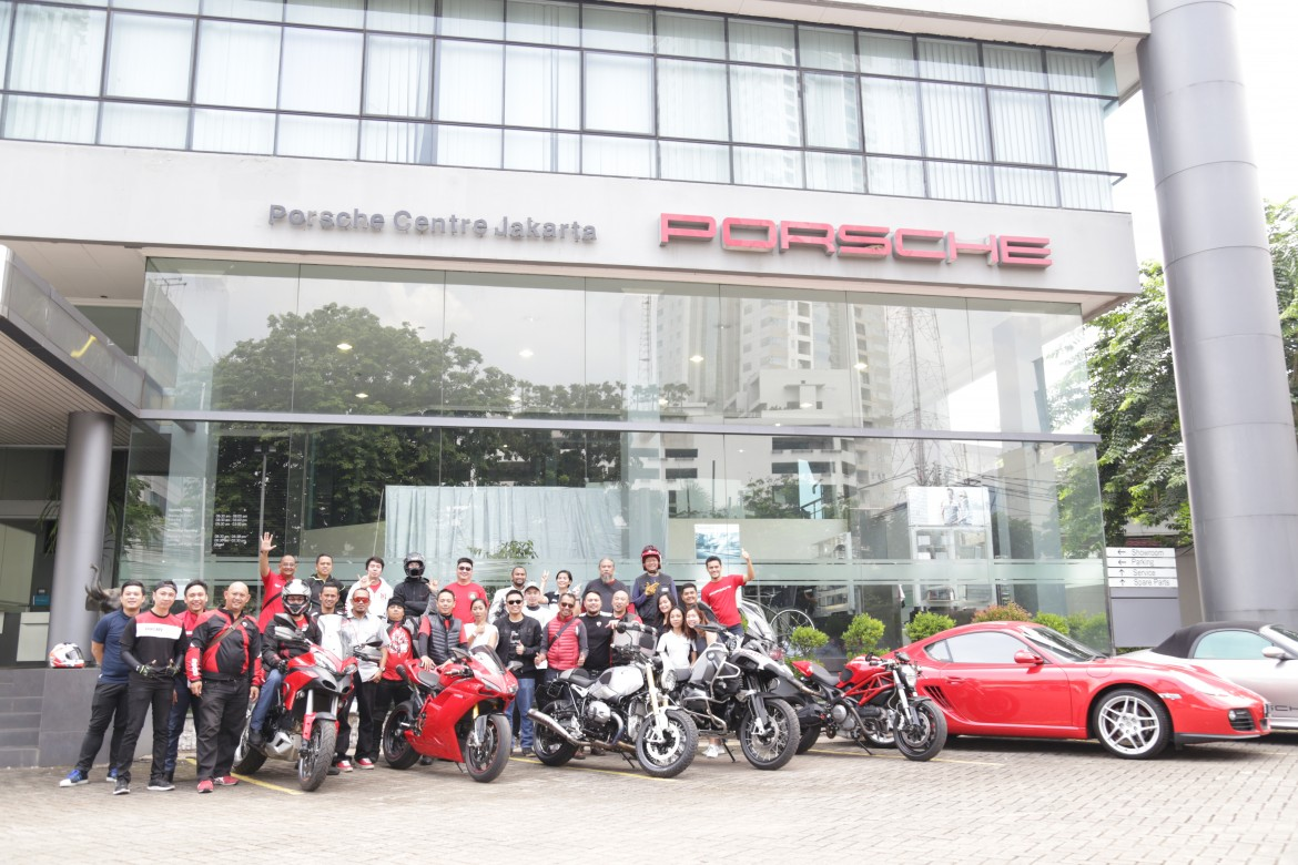 Members of the Ducati owners club converged at Porsche Centre Jakarta for the 718 Cayman Private Preview event