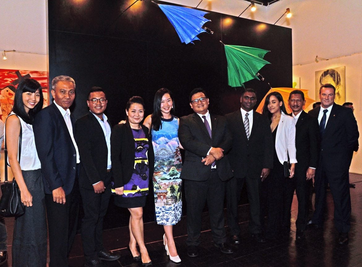 Rolls-Royce Motor Cars APAC and Jakarta Team (from left to right): Ms Firly Budiman, Marketing Executive, Rolls-Royce Motor Cars Jakarta; Mr I Made Sujana, Ownership Services Manager, Rolls-Royce Motor Cars Jakarta; Mr Dimas Haryotedjo, Marketing Executive, Rolls-Royce Motor Cars Jakarta; Ms Cynthia Ratna, Marketing Manager, Rolls-Royce Motor Cars Jakarta; Ms Yvette Yeo, Rolls-Royce Dealer Marketing Specialist, Rolls-Royce Motor Cars APAC; Mr Donny Makalew, General Manager, Rolls-Royce Motor Cars Jakarta; Mr Arunasalam Suppan, Regional Ownership Services Manager, Rolls-Royce Motor Cars Asia Pacific; Ms Chendy Sumera, Public Relations Manager, Rolls-Royce Motor Cars Jakarta; Mr Yudy Widodo, Customer Relations General Manager, PT Eurokars Motor Indonesia, and Mr Greg Baker, Regional Aftersales Manager, Rolls-Royce Motor Cars Asia Pacific